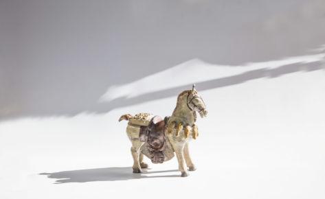 Le cheval arnaché raku